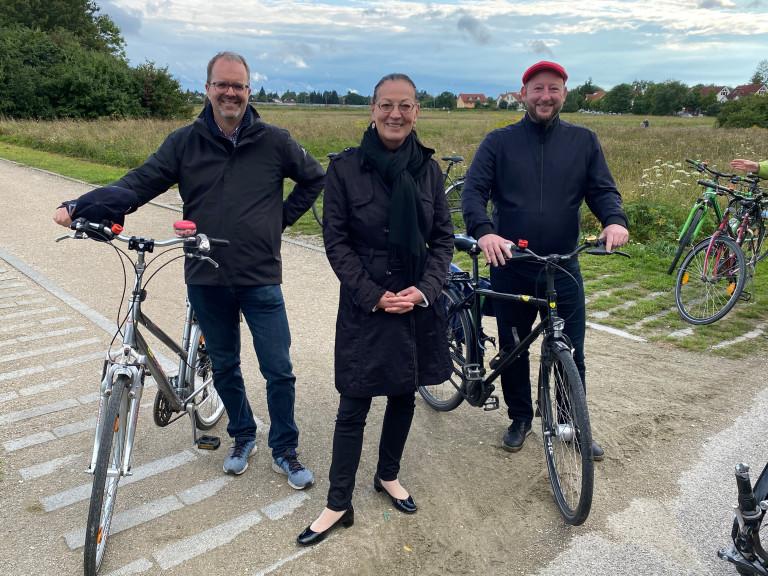 MdL Markus Rinderspacher, MdB Claudia Tausend und Stadtrat Andreas Schuster bei der Fahrradtour